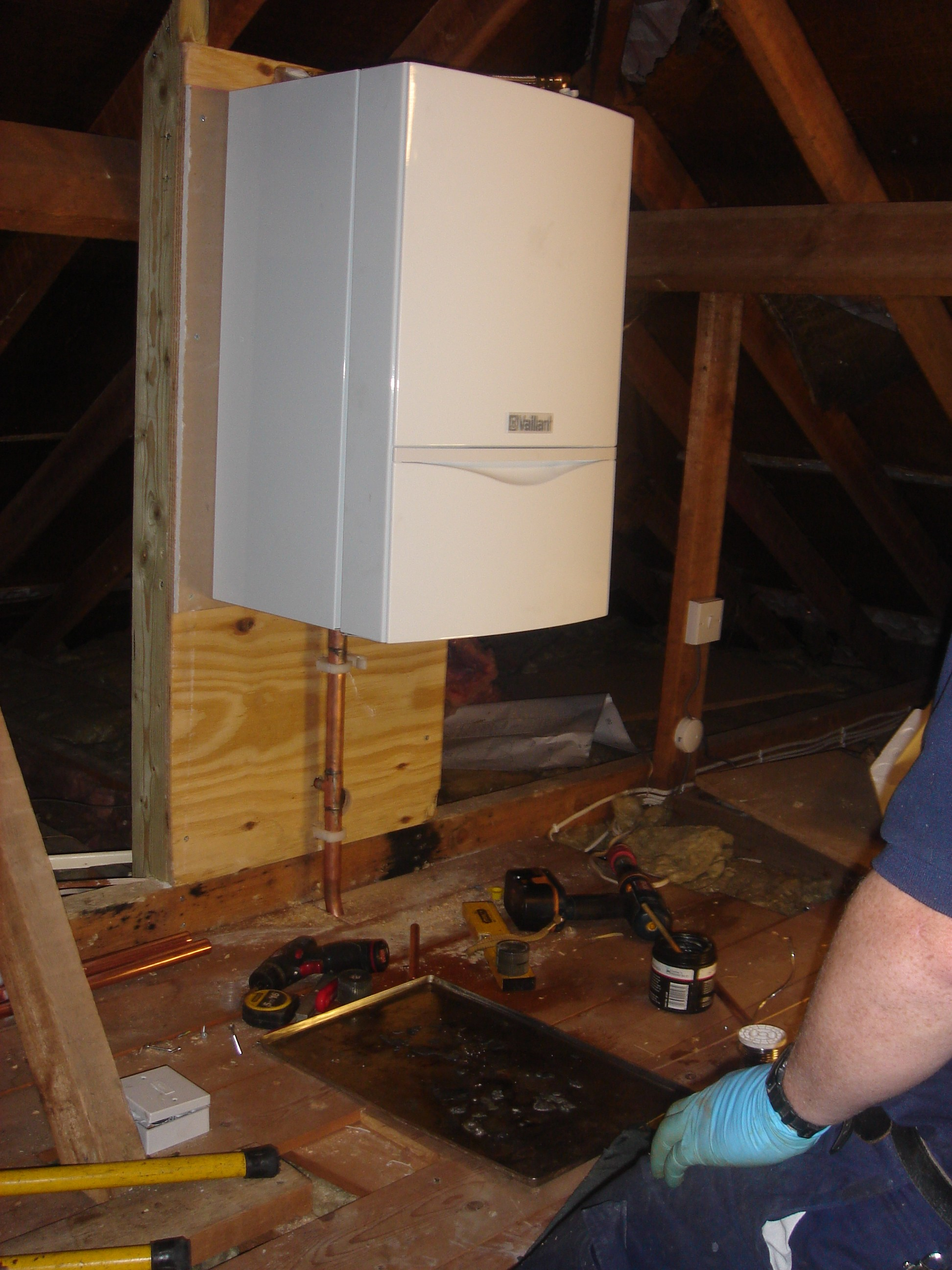 Vaillant combination boiler in loft with weather compensation - Hot ...