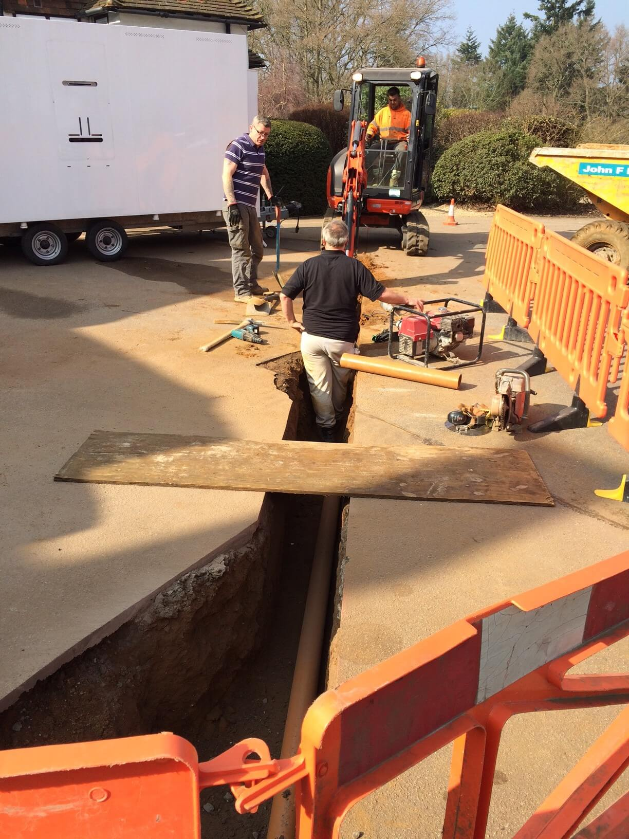 Here we are laying a new 63mm gas main (thanks to Mitchell Design and Construction Ltd)